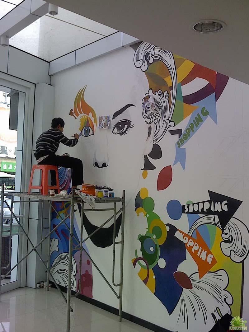 使用手绘墙能够让我们的装修更有个性